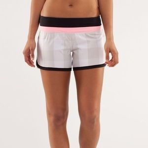 Lululemon Groovy Run Shorts Gingham Dune Coral 6